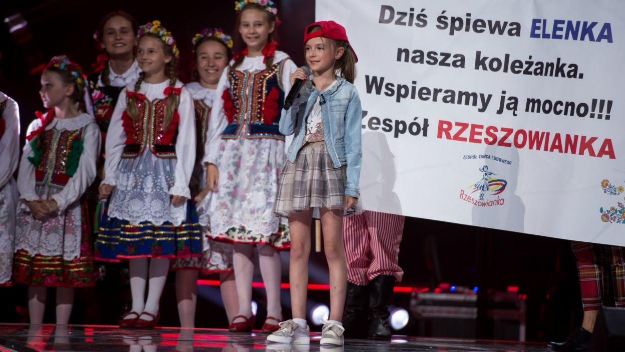 Z takim wsparciem żaden występ nie straszny! 9-letnia Elena poradziła sobie jak zawodowiec! (fot. J. Bogacz/TVP)