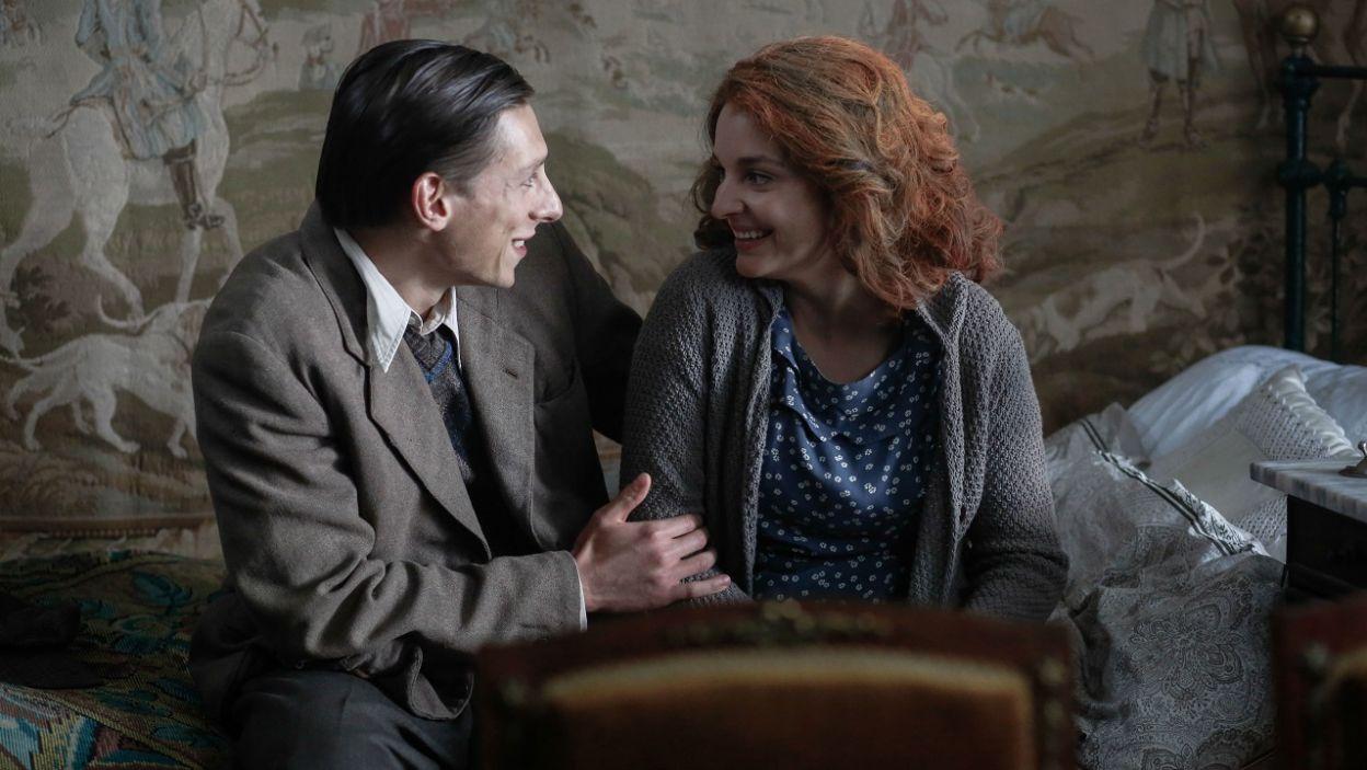 W międzyczasie Tadeusz zbiera się na odwagę i prosi Zoję o rękę (fot. TVP)