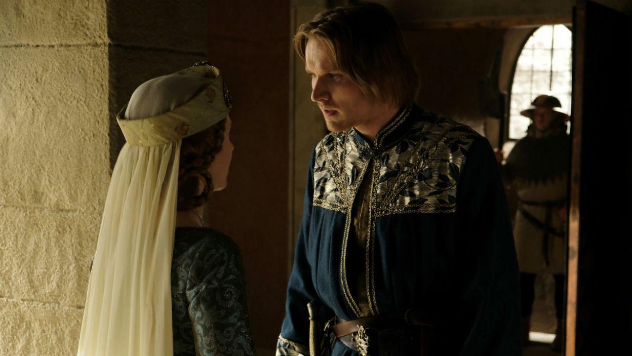 – Nie trwonisz na nią czasu? Nie jesteś zmęczona? – Henryk jest przekonany, że Agnieszka chciałaby, aby Anna zniknęła ze dworu (fot. TVP)