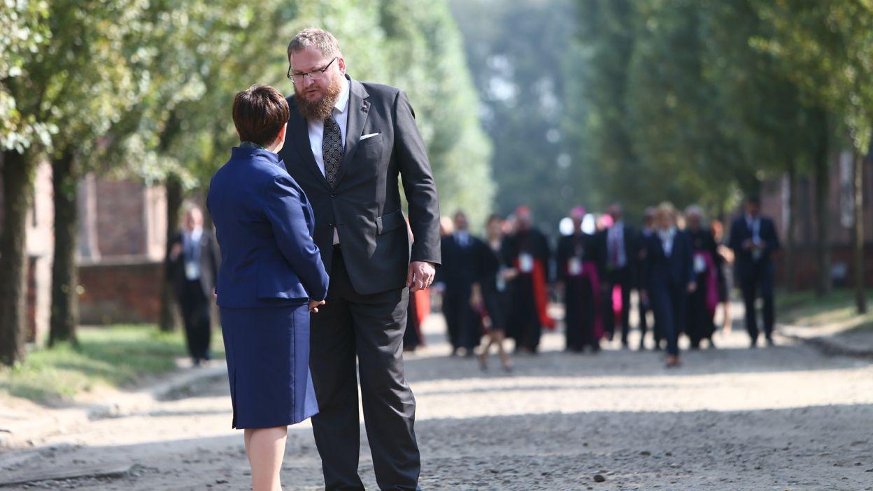 Premier Beata Szydło oraz dyrektor Muzeum Auschwitz-Birkenau, Piotr Cywiński  (fot. PAP)