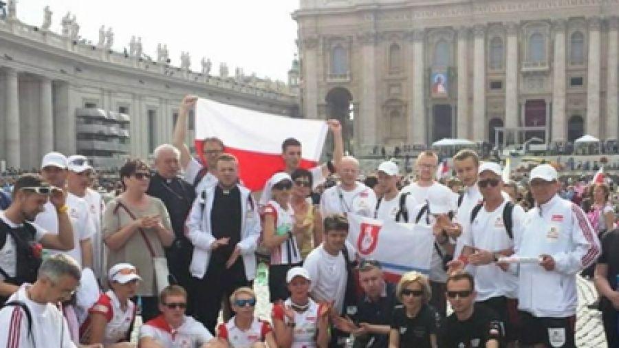 Osiągnęli cel i spełnili marzenia: dobiegli do Rzymu - TVP3