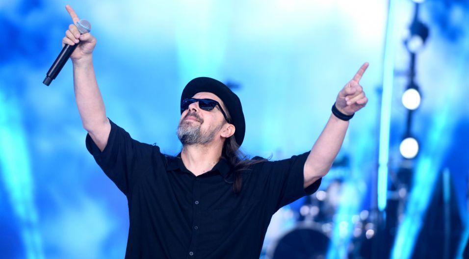 """""""Oprócz błękitnego nieba"""" to utwór Marka Jackowskiego, jednak to wersja z 1992 roku wylansowana przez Golden Life jest znana szerszej publiczności i właśnie tę piosenkę zespół zaśpiewał w Opolu (fot. J. Bogacz/TVP)"""