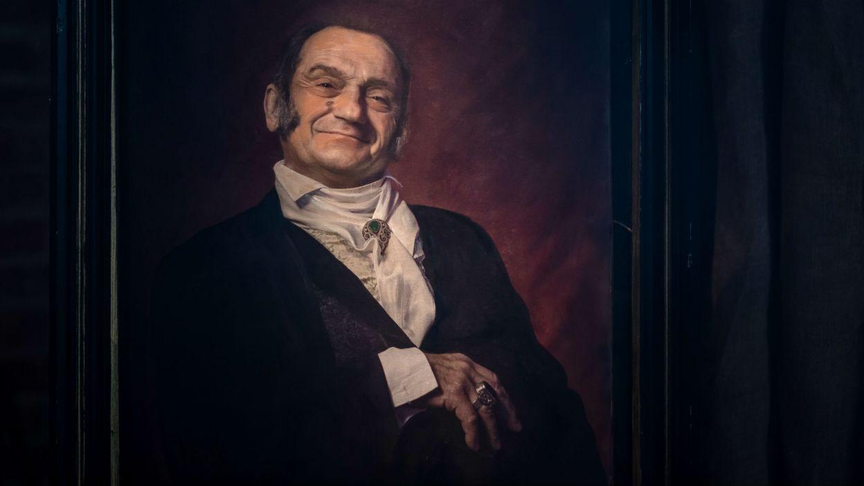 Poczynaniom potomków, z portretu, przygląda się sam rejent Mościrzecki (fot. Wojtek Radwański/TVP)