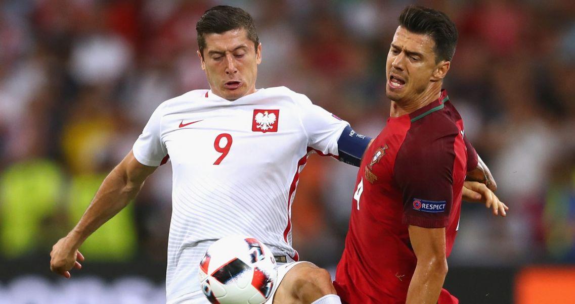 82a2dc785 Nowe koszulki reprezentacji Polski. Sprawdź, jak wyglądają. W takich  koszulkach grali Polacy podczas Euro 2016 (fot. Getty Images)
