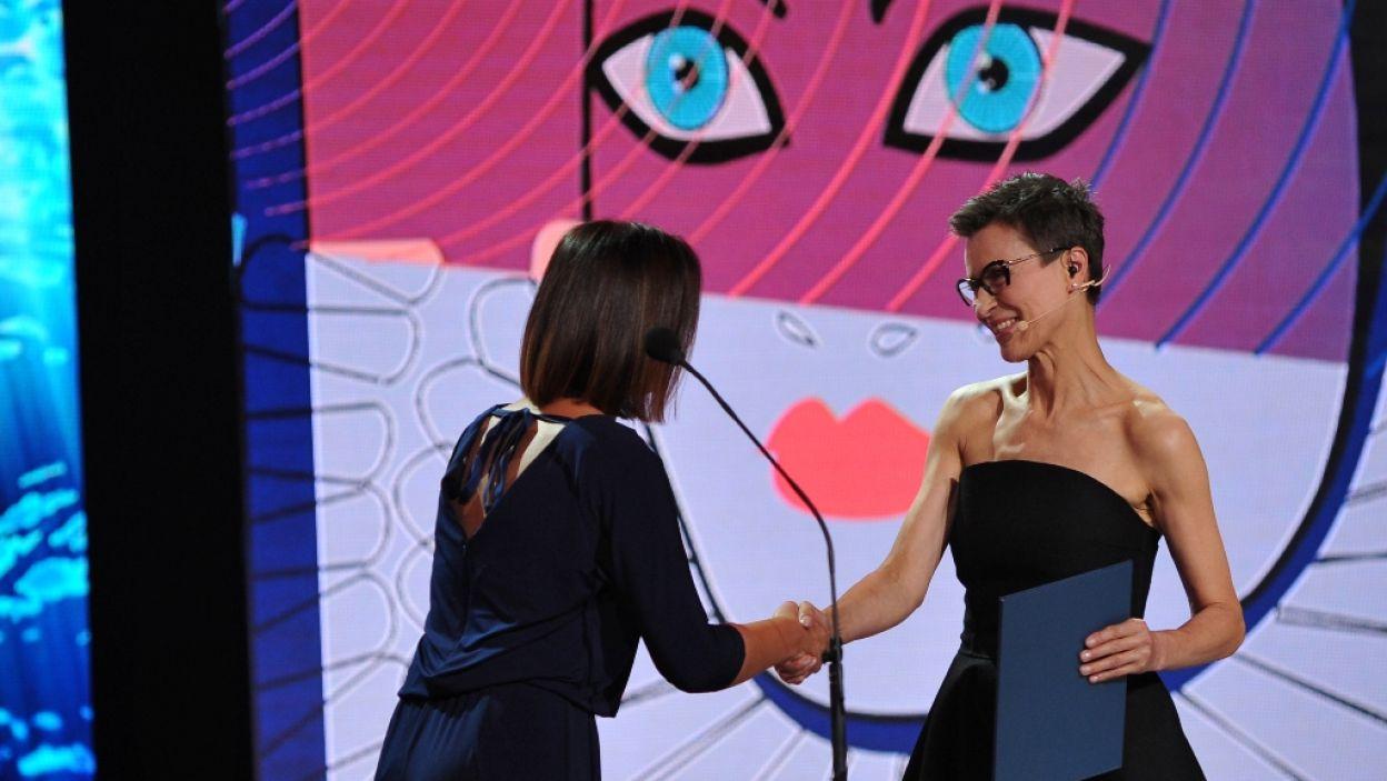 Prowadząca galę, Danuta Stenka, otrzymała Nagrodę Aktorską za rolę kobiecą w słuchowisku Polskiego Radia (fot. N. Młudzik/TVP)