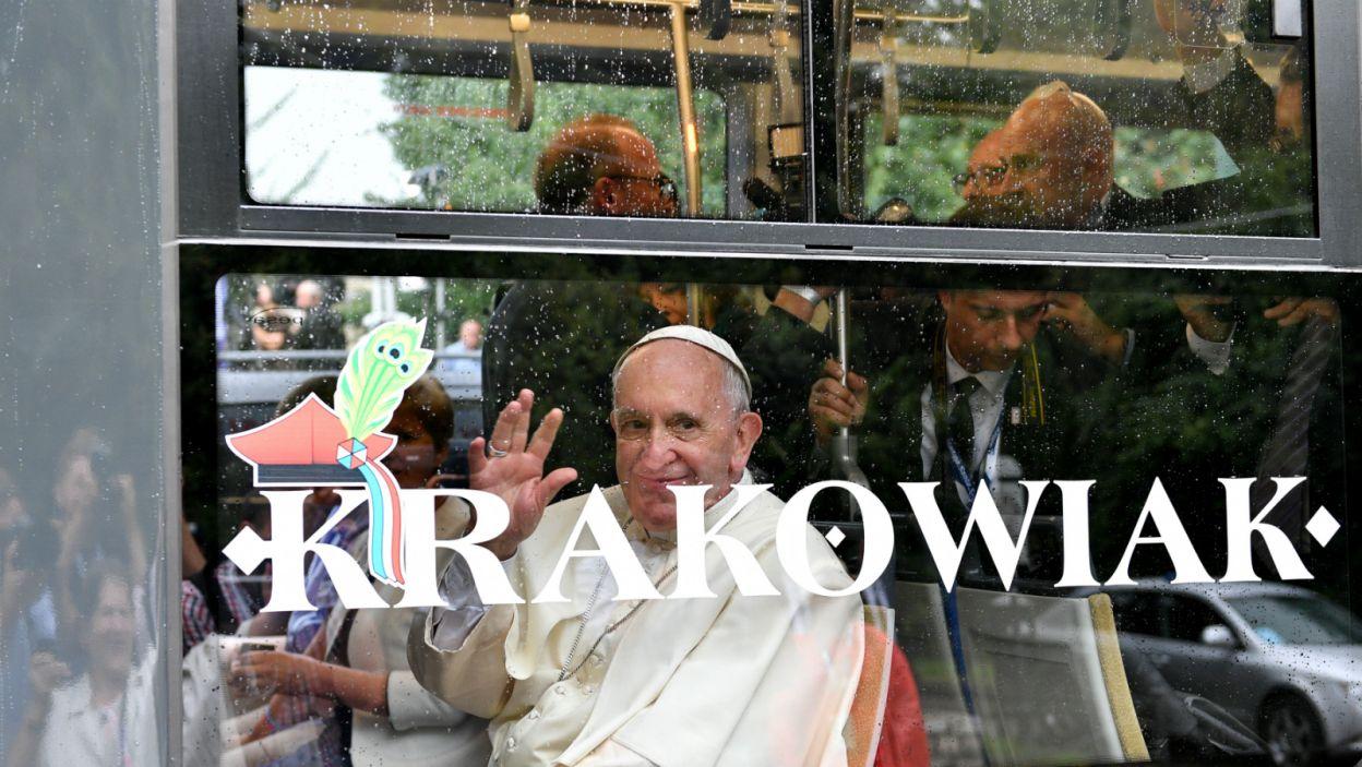 Na Błonia papież dojechał tramwajem (fot. PAP)