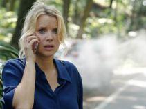 Dymiące auto nie pozwala jej dostrzec, że z naprzeciwka nadjeżdża ciężarówka... (fot. TVP)