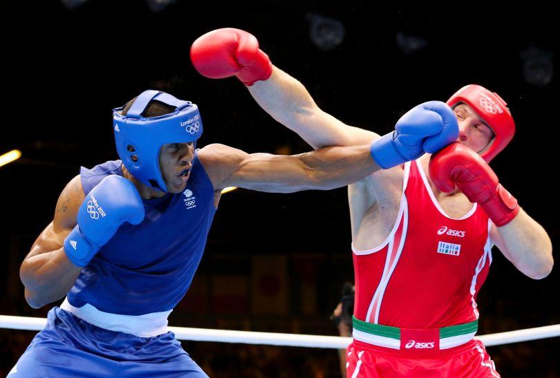 Brytyjczyk dwie pierwsze rundy przegrał na punkty (fot. Getty Images)
