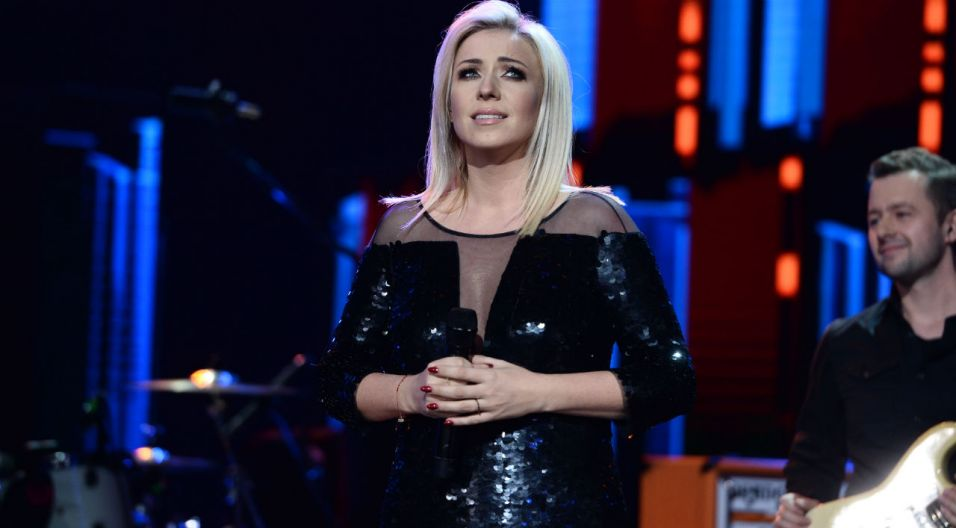 Koncert otworzyła Kasia Cerekwicka, która pierwszy raz w Opolu wystąpiła 20 lat temu (fot. TVP)