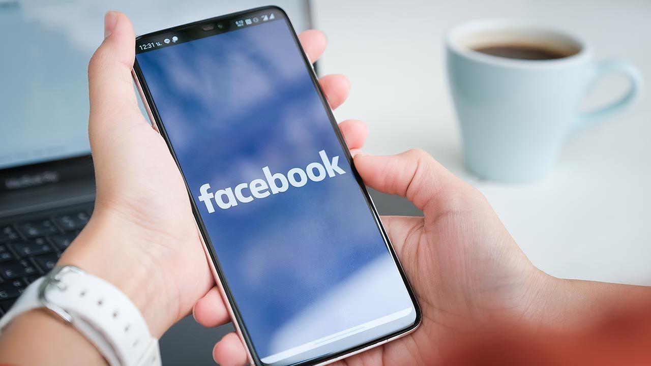 Facebook protestuje w Australii przeciwko ustawie o mediach społecznościowych (fot. Shutterstock/Jirapong Manustrong)