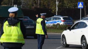 Kierowca został skierowany na badania (fot. Artur Widak/NurPhoto via Getty Images)