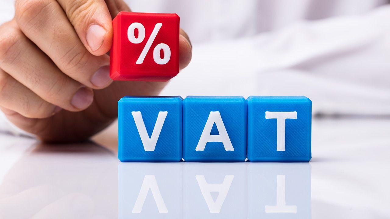 Mechanizm wprowadzono w ramach walki z nadużyciami dotyczącymi podatku VAT (fot. Shutterstock/Andrey_Popov)