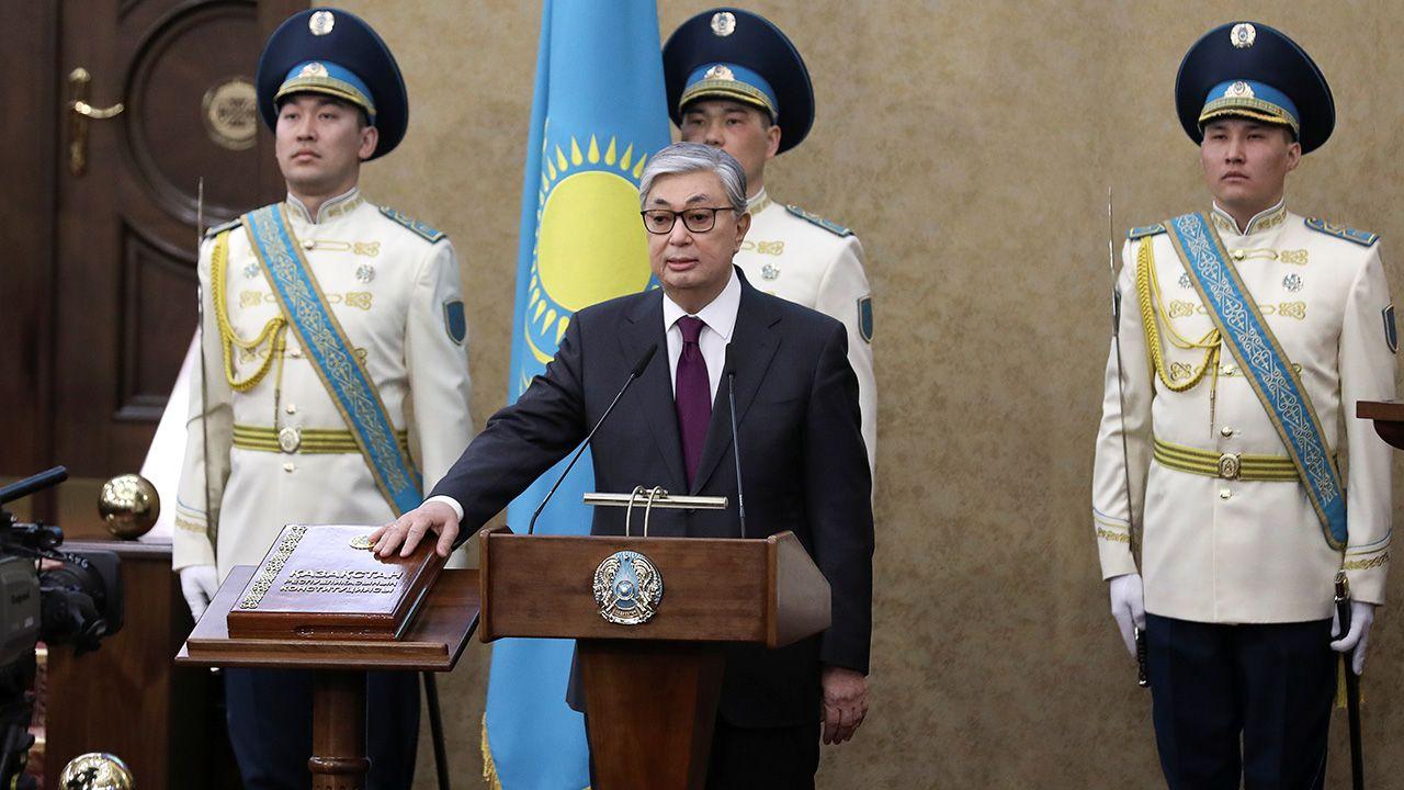 Nowy prezydent postanowił upamiętnić rządy swojego poprzednika (fot. REUTERS/Mukhtar Kholdorbekov)