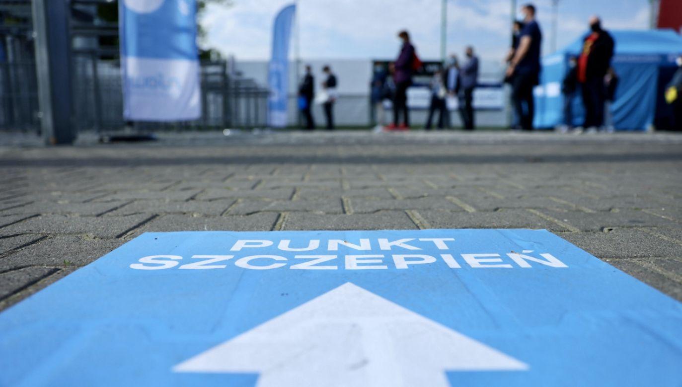 Punkt szczepień na Stadionie Legii w Warszawie (fot. PAP/L.Szymański)