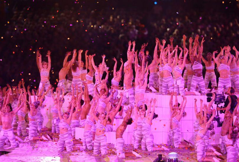 Występom artystów towarzyszyły efektowne choreografie (fot. PAP/EPA)