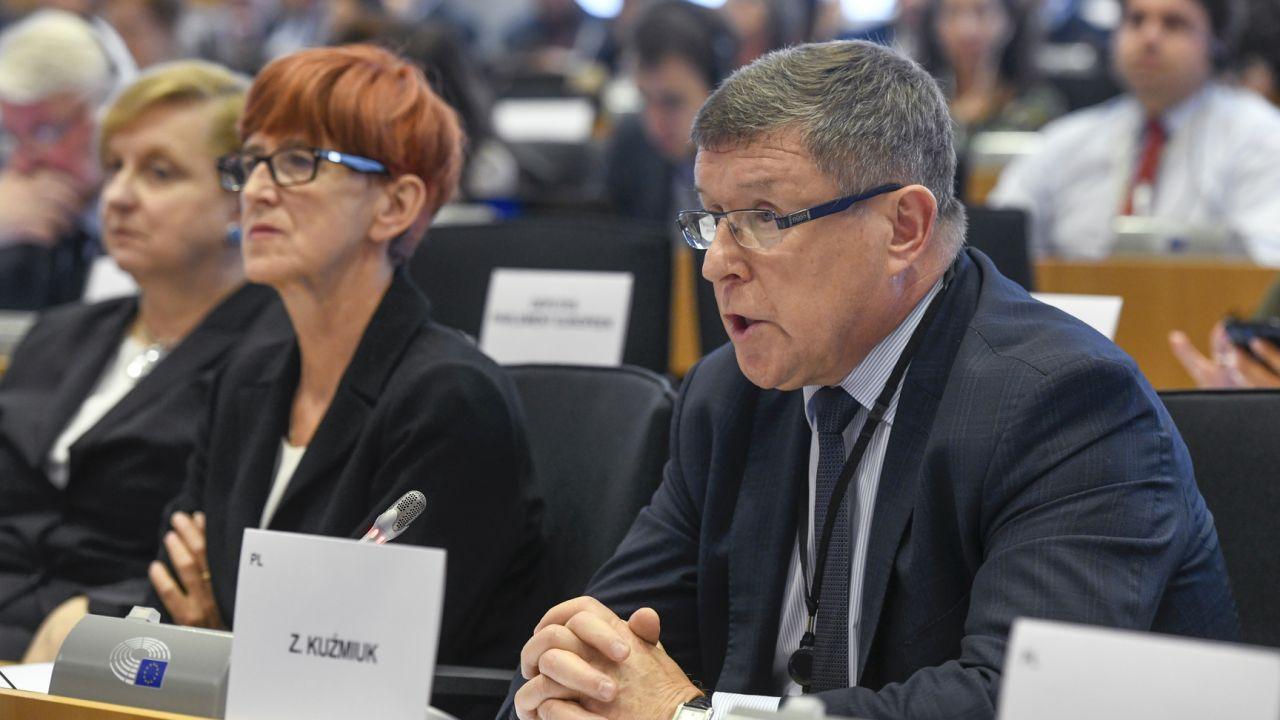 Szczepionki na koronawirusa. Zbigniew Kuźmiuk komentuje (fot. European Union 2019, EP, Jan VAN DE VEL)