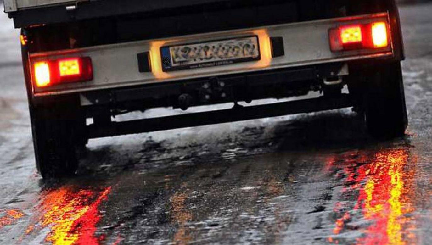 Marznące opady spowodują gołoledź na drogach (fot. arch. PAP/DPA/Jan Woitas)