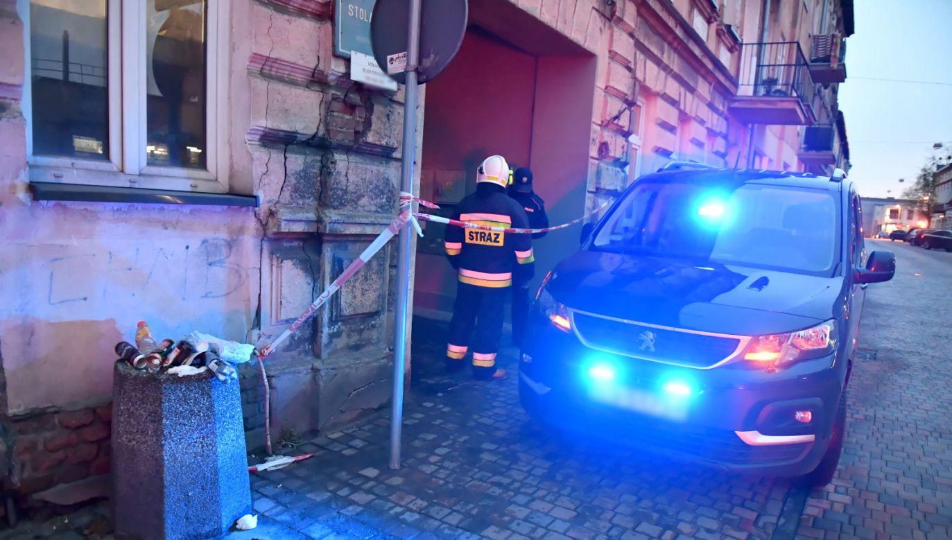 Podczas zatrzymania napastnika policjanci oddali strzały (fot. PAP/Grzegorz Michałowski)
