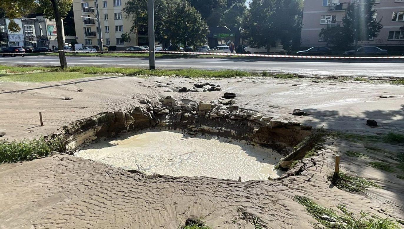 Tak wygląda awaria wodociągowa w Warszawie (fot. Twitter/Damian Artur Kowalczyk)