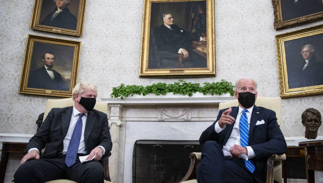 Boris Johnson i Joe Biden rozmawiali w Gabinecie Owalnym (fot. PAP/EPA/Al Drago / POOL)