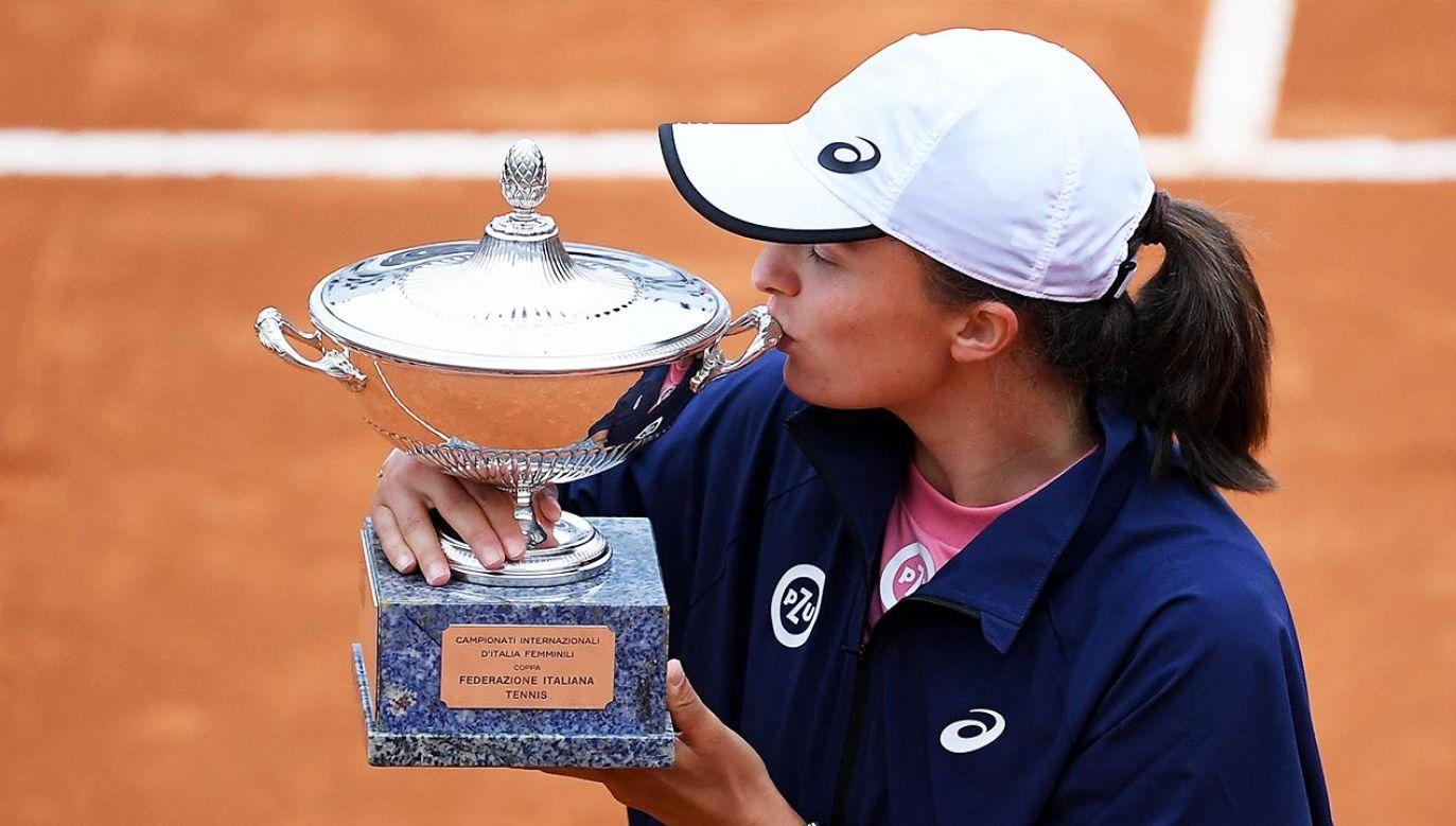 Iga Świątek w niedzielęwygrała prestiżowy turniej w Rzymie (fot. PAP/EPA/ETTORE FERRARI)