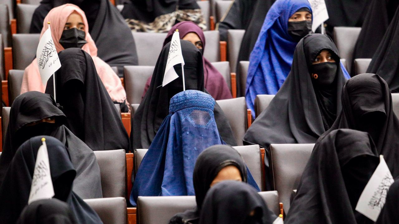 Talibowie likwidują ministerstwo ds. kobiet (fot. PAP/EPA/STRINGER)