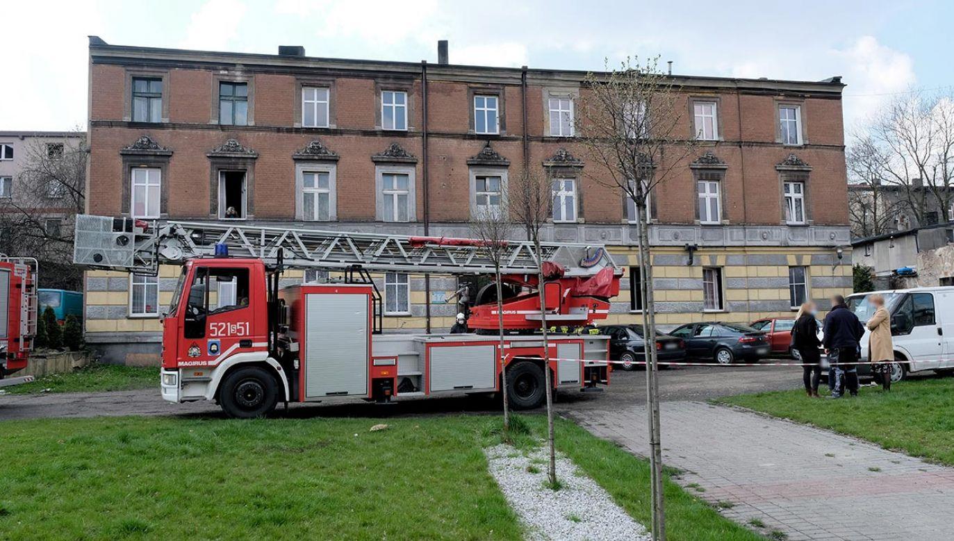 Pożar wybuchł przed południem w kamienicy w Mysłowicach  (fot.  PAP/Hanna Bardo)