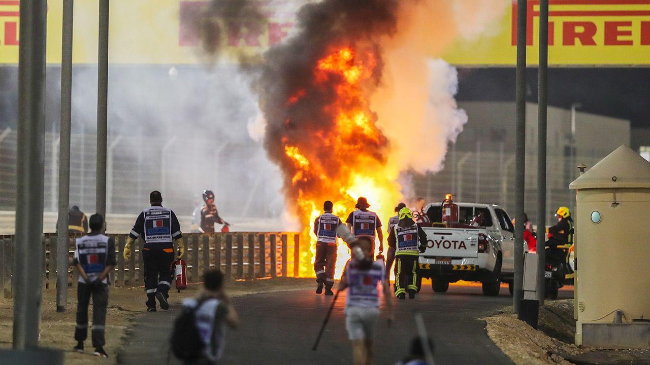 Do groźnie wyglądającego wypadku doszło w Bahrajnie (fot. PAP/EPA/Kamran Jebreili / Pool)
