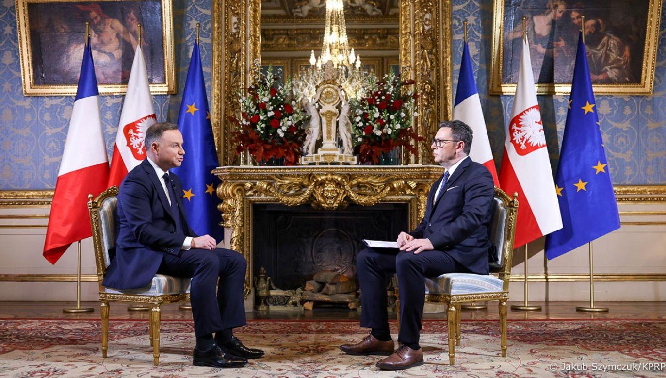 Prezydent Andrzej Duda udzielił w Paryżu wywiadu TVP Info (fot. Jakub Szymczuk/KPRM)