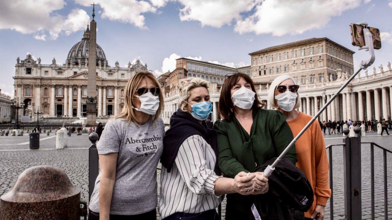 Koronawirus w Europie. Jak będą wyglądały pandemiczne wakacje? (fot. Alessandra Benedetti/Corbis/Getty Images)