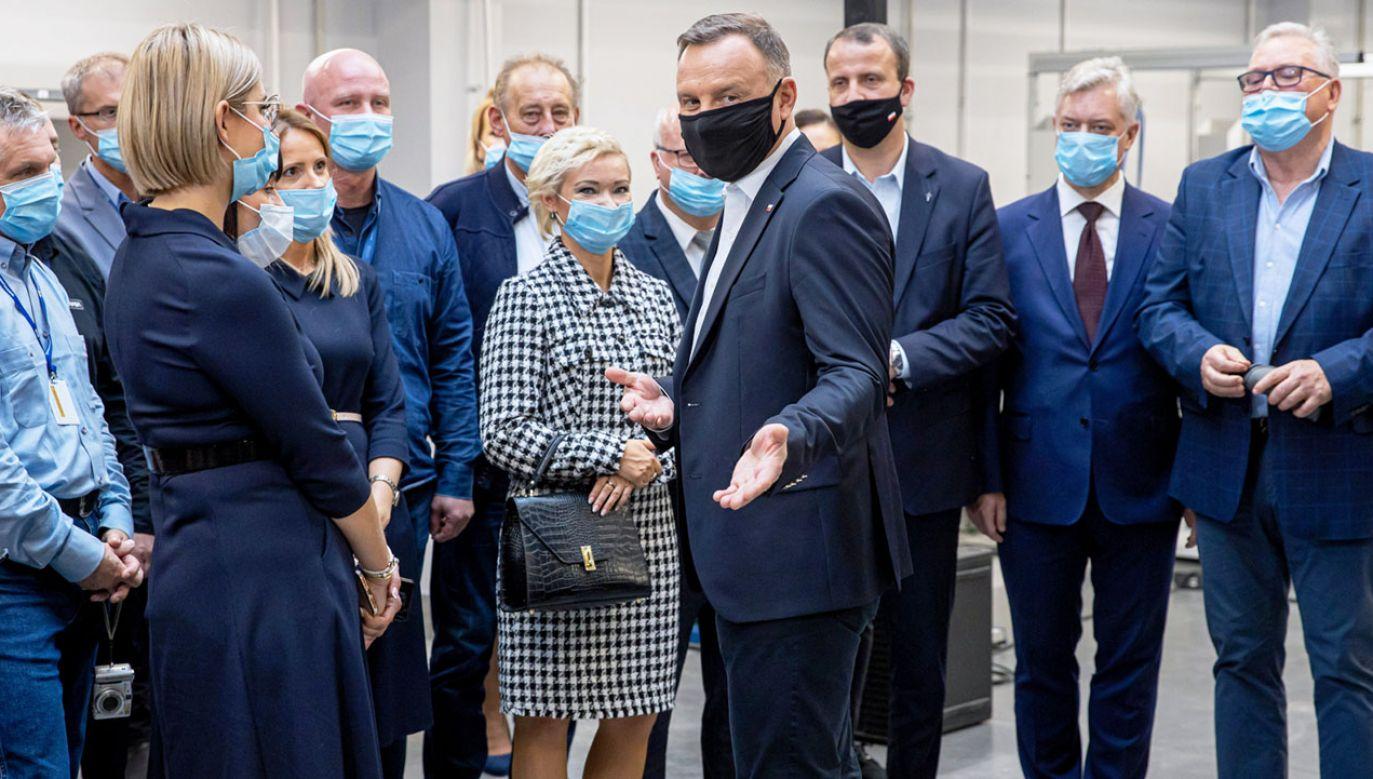 Prezydent RP Andrzej Duda podczas wizyty w siedzibie firmy Polanex w Gnieźnie (fot. PAP/Paweł Jaskółka)
