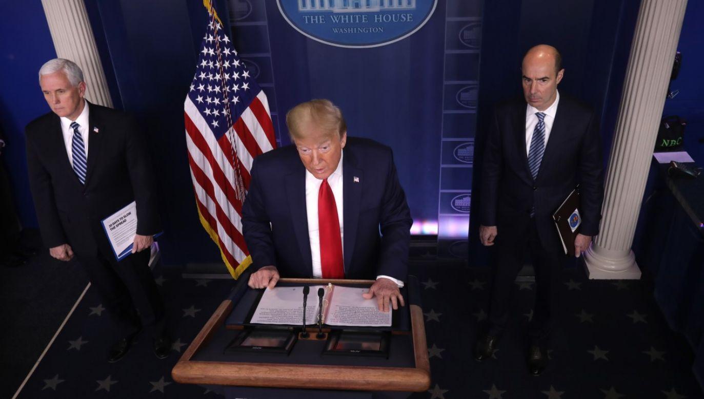 Prezydent USA Donald Trump odpowiada na pytania w trakcie codziennego briefingu w sprawie epidemii koronawirusa(fot. Alex Wong/Getty Images)