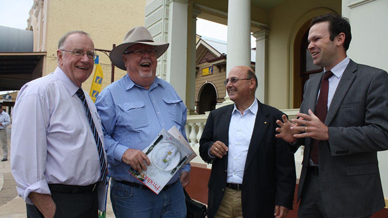 Senator Barry O'Sullivan (w kapeluszu) jest znany z poglądów pro-life (fot. barryosullivan.com.au)