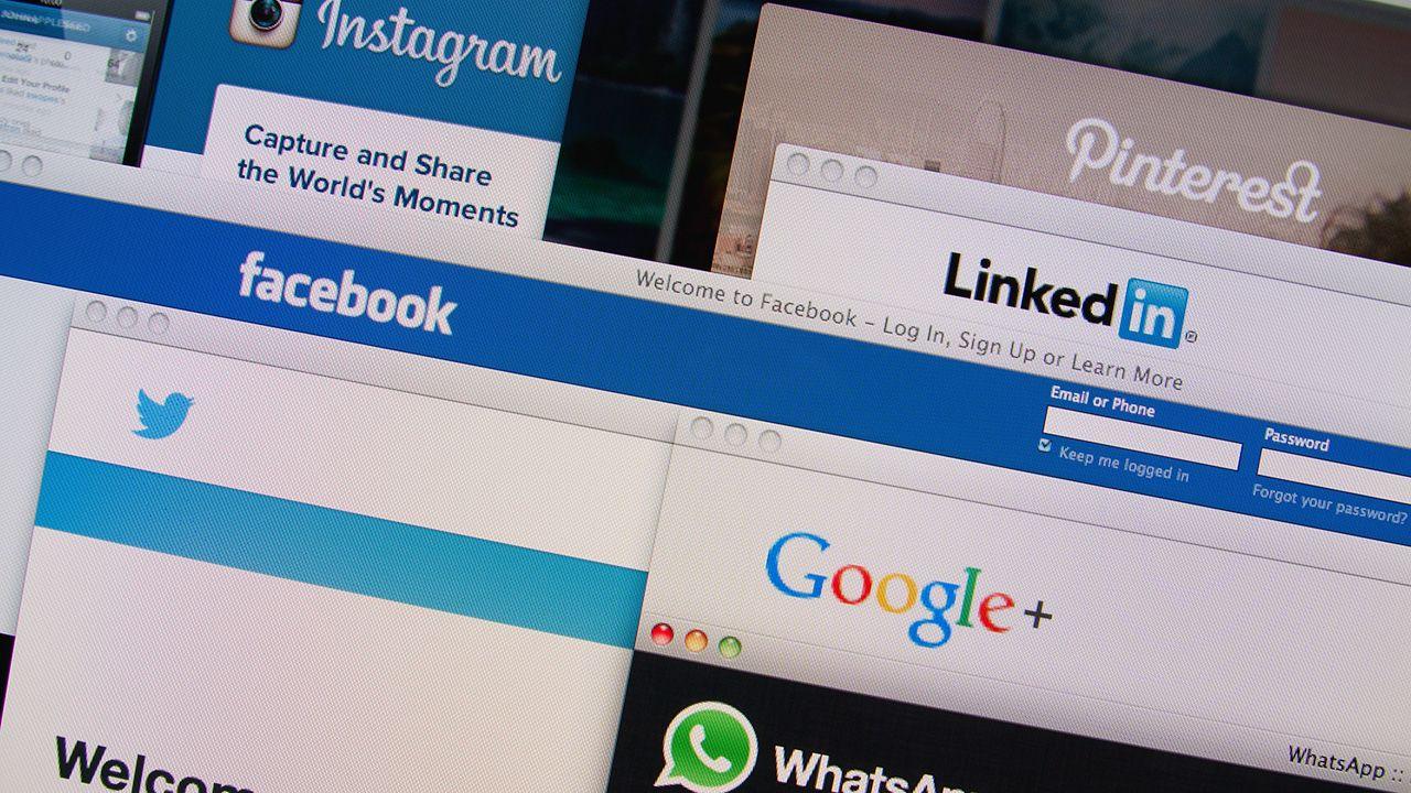 Facebook poinformował o wykryciu fali aktywności fałszywych kont (fot. Shutterstock/Gil C)