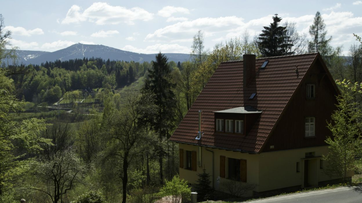 W wystawionym na sprzedaż domu pod Szklarską Porębą odnalezione zostają zwłoki dwóch kobiet (fot. Krzysztof Wiktor)