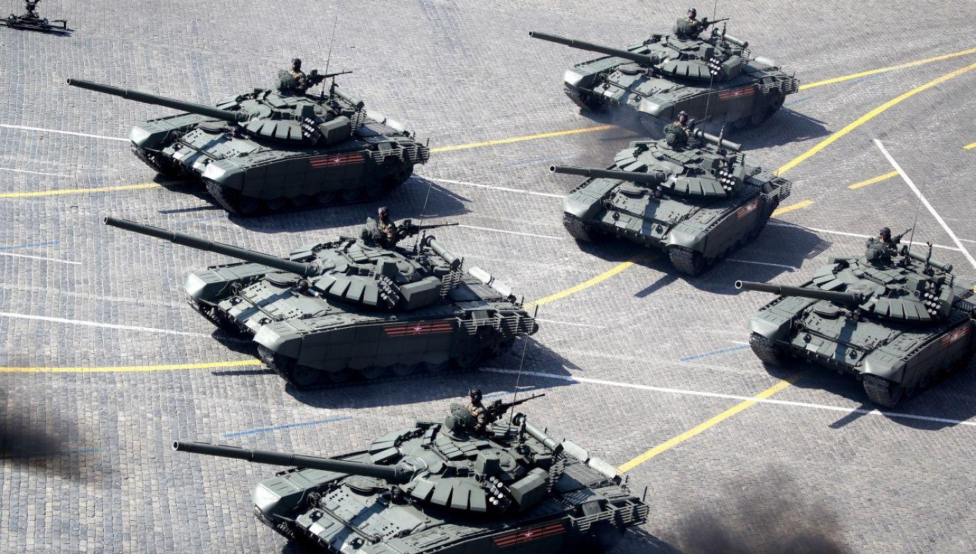 Formacja czołgów T-72B3 na paradzie zwycięstwa na Placu Czerwonym w Moskwie w 2019 roku (fot. Sergei Bobylev\TASS via Getty Images)