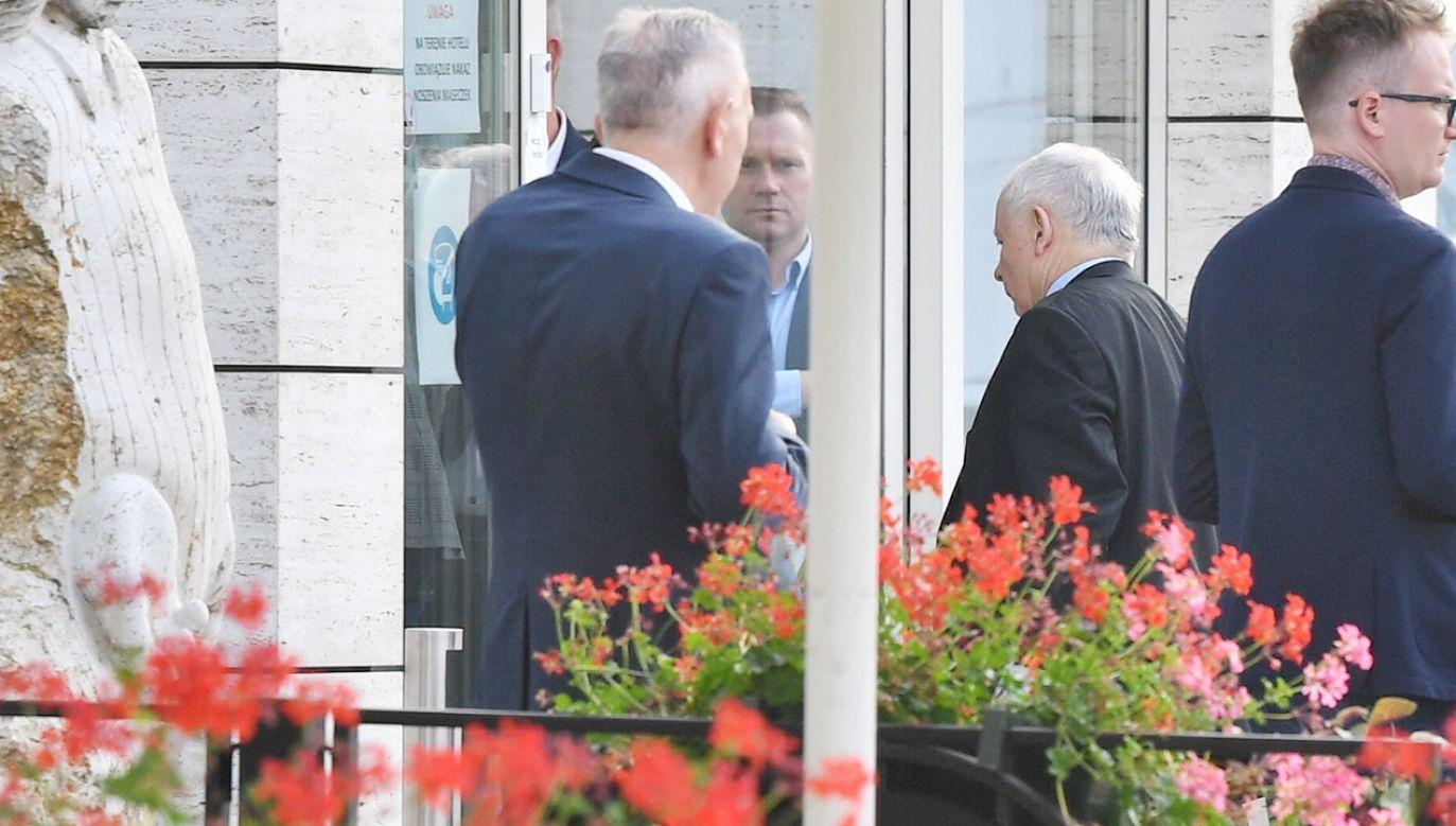 W spotkaniu w Ożarowie Mazowieckim bierze udział Jarosław Kaczyński (fot. PAP/Radek Pietruszka)
