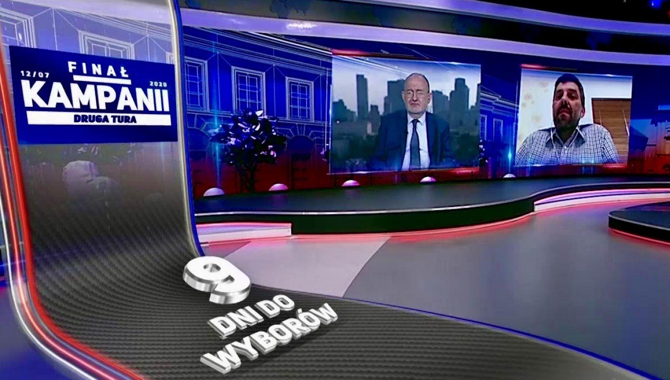 """Tematem programu była m.in. publikacja gazety """"Fakt"""" atakująca prezydenta Andrzeja Dudę (fot. TVP Info)"""