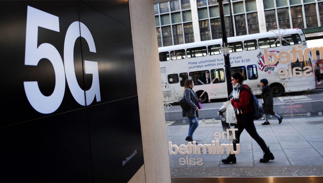 Waszyngton wzywał Londyn do całkowitego wykluczenia Huawei przy budowie sieci 5G (fot. PAP/EPA/ANDY RAIN)