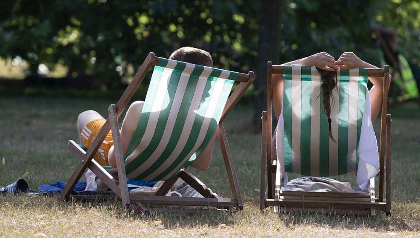 Ograniczenie nadmiernego wystawiania się na słońce lub używania solariów może być większym wyzwaniem, niż się spodziewano (fot. Oli Scarff/Getty Images)