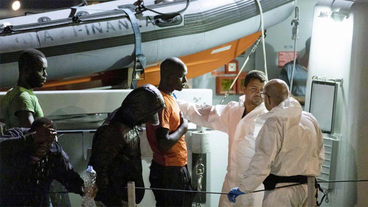 Włochy zmagają się z kryzysem migracyjnym (fot. PAP/EPA/FRANCESCO RUTA)