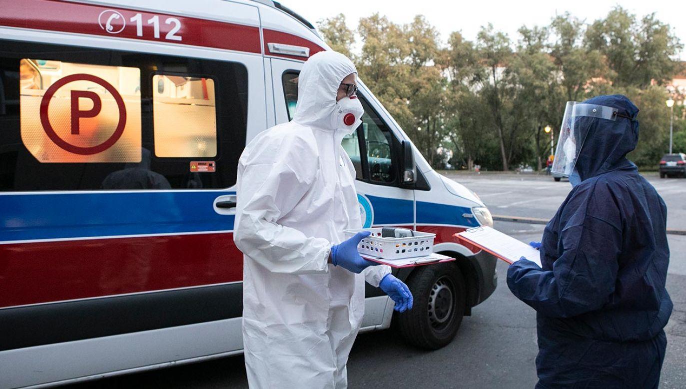 Miejsc w szpitalach nie brakuje; nie brakuje też respiratorów – zapewnia wojewoda Konstanty Radziwiłł (fot. Forum/Jacek Szydłowski)