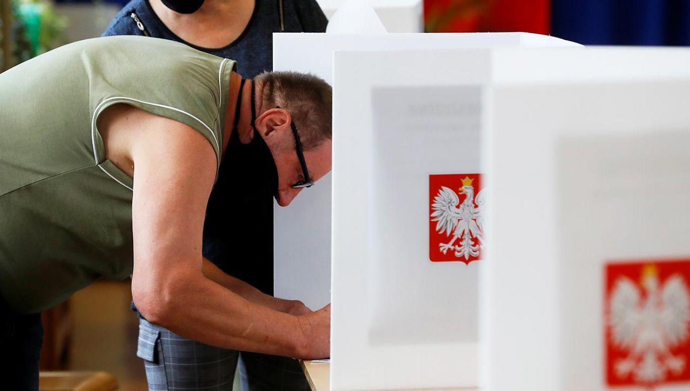 Liczba głosów nieważnych w wyborach prezydenckich 2020 roku wyniosła 0,86 proc. (fot. REUTERS/Kacper Pempel)
