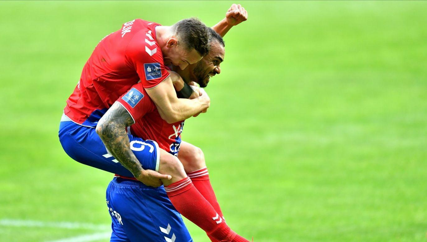 Tak wyglądała radość po pierwszym strzelonym golu po wznowieniu rozgrywek (fot. PAP/Maciej Kulczyński)