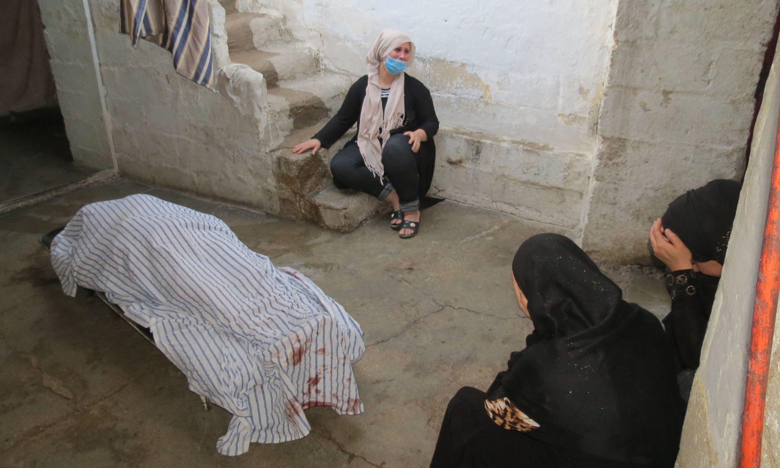 Kobiety lamentujące nad zwłokami jednej z ofiar tureckiego ostrzału Kamiszlo. 10 października 2019 r. Fot. Witold Repetowicz