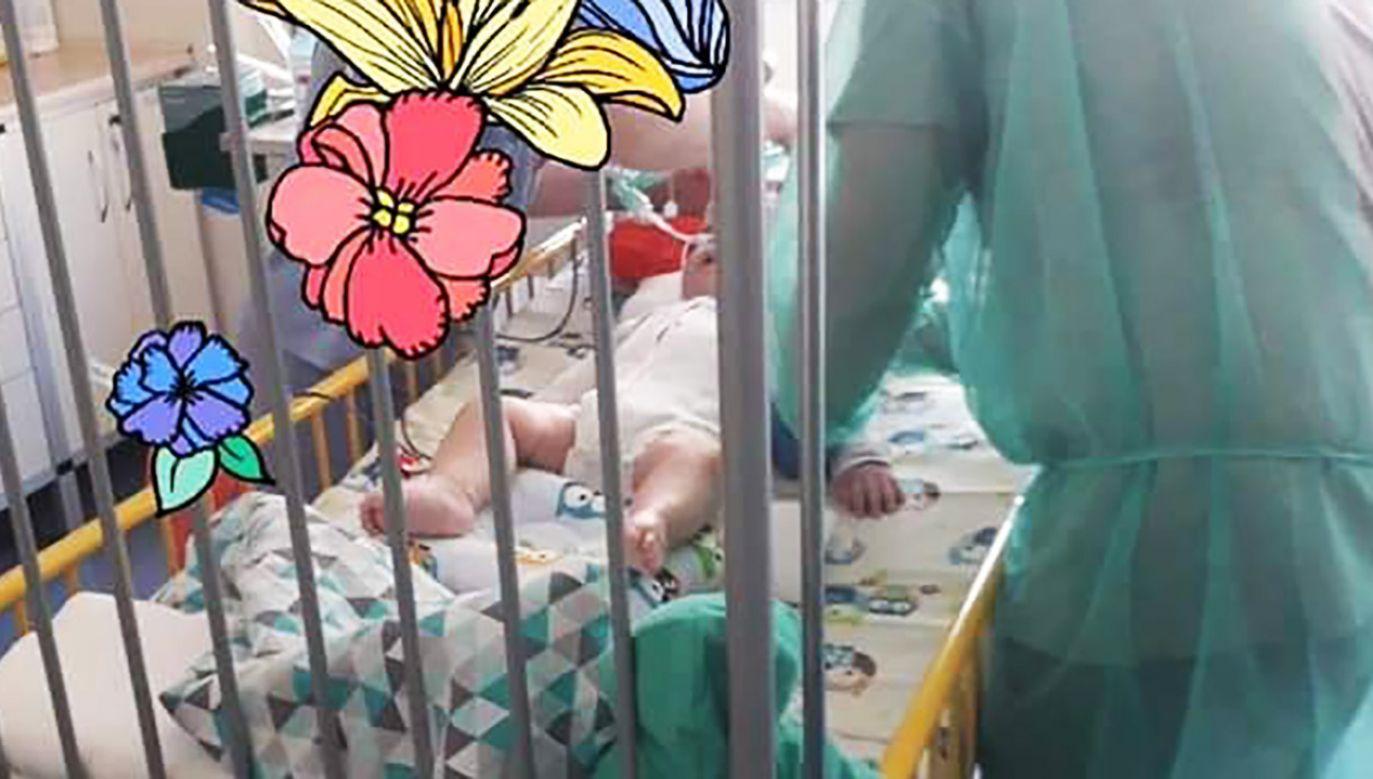 Dziś lekarze – wbrew woli rodziców – podjęli decyzję o odłączeniu 11-miesięcznego Szymona od aparatury podtrzymującej życie (fot. FB/WalczSzymon)