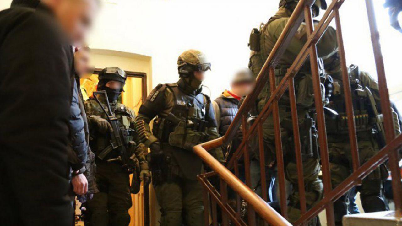 Policja nakryła przestępców w mieszkaniu (fot. Policja)