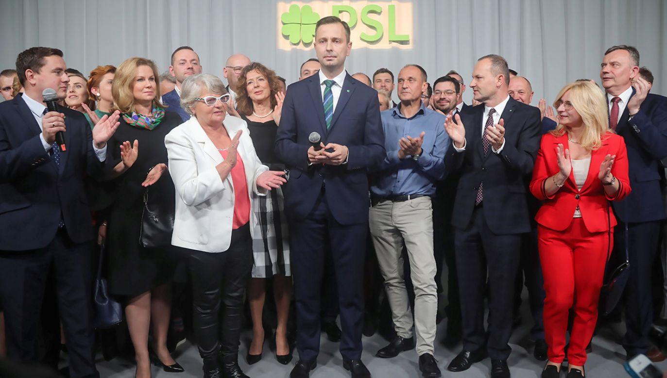 """""""Po stronie opozycji są teraz trzy równoprawne bloki"""" – ocenił lider ludowców (fot. PAP/Wojciech Olkuśnik)"""