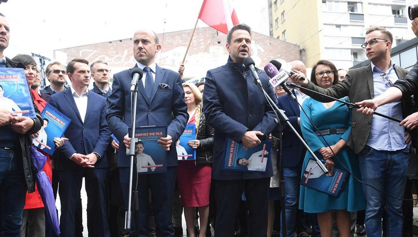 Kandydat PO na prezydenta Rafał Trzaskowski narzeka na zbyt częste pytania o LGBT (fot. PAP/Radek Pietruszka)