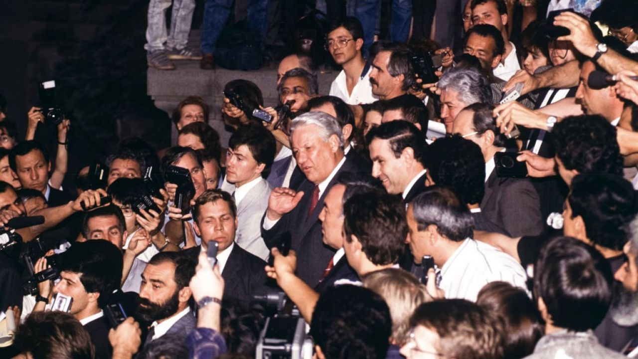 29 lat temu prawie 100 proc. mieszkańców Armenii opowiedziało się za stworzeniem w pełni niepodległego państwa; na zdjęciu prezydent Rosji Borys Jelcyn i pierwszy prezydent niepodległej Armenii Lewon Ter-Petrosjan (fot. Antonio RIBEIRO/Gamma-Rapho via Getty Images)